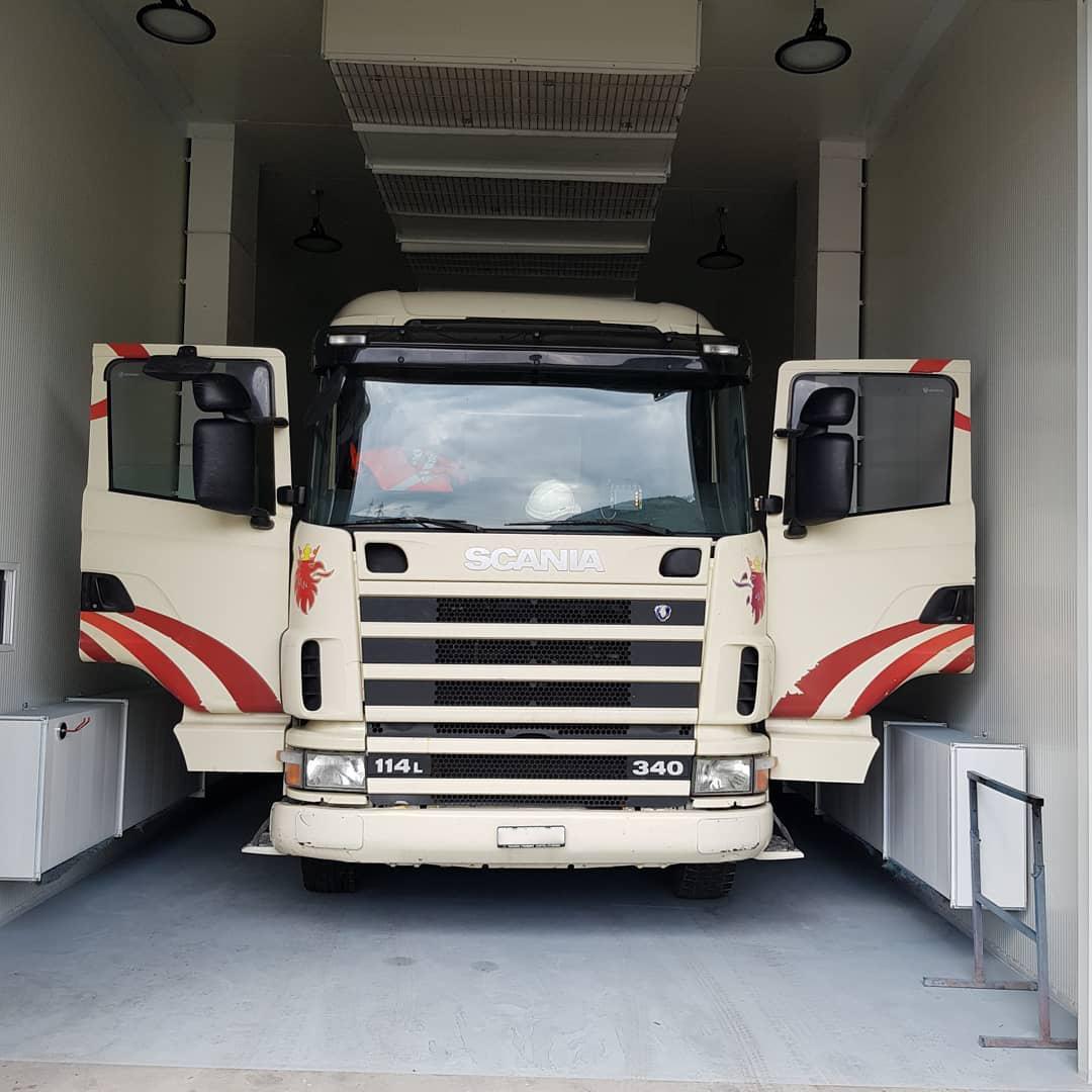 four de carrosserie XXL pour camion